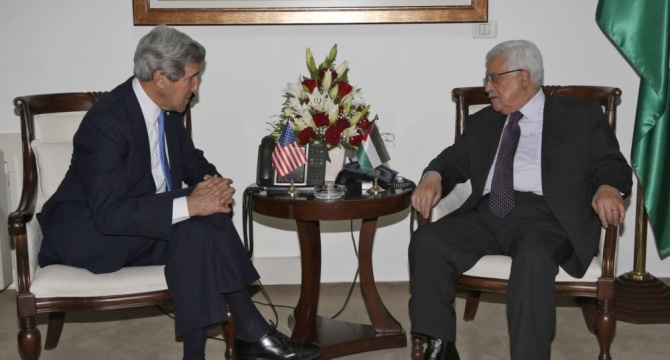 Kerry, Abbas discuss peace talks by phone